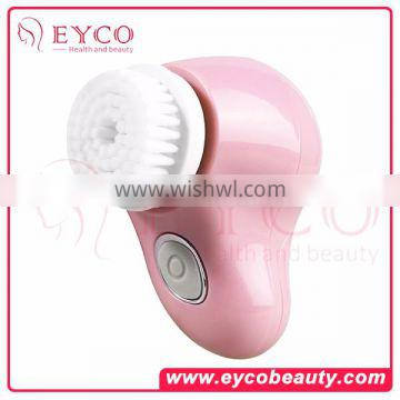 New design Rechargeable deep pore sonic facial facebrush cleanser with scrubber in home use