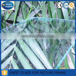 High transmittance art glass sheets for building decorations