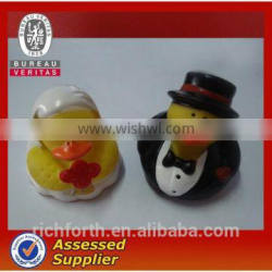 LOVELY RUBBER BRIDE AND BRIDEGROOM DUCK