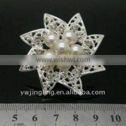 flower pearl brooches