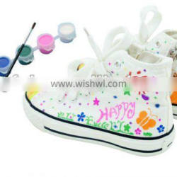 DIY decorate canvas shoes