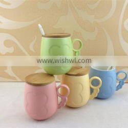 Assorted color ceramic coffee mug with cover and spoon