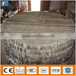 Metal corrugated-plate packing for petrochemical distillation