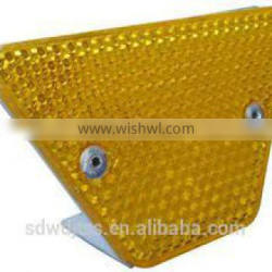 Trapezoid delineator reflector for guardrail