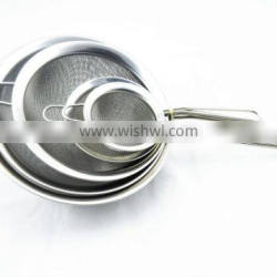 Stainless steel mesh colander with handle