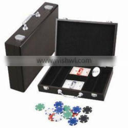 wooden carrying case with poker chips