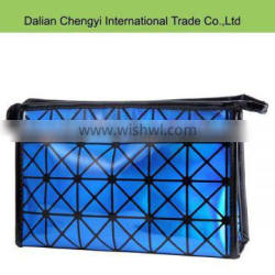 High quality gorgeous geometric pattern pu shiny cosmetic bag for ladies