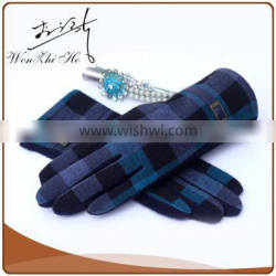 Checkered Pattern Cheap Winter Gloves For Screen Touch