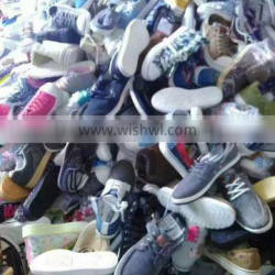 G A large number of wholesale Men and women sneakers shoes