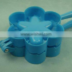 Plastic flower shape bread clip
