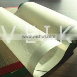 Heat resistant silicone baking mat