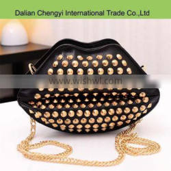 Factory price solid color lips pattern tactical pu chain shoulder bag