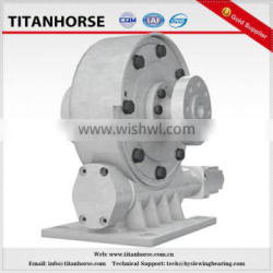 Working platform driven enclosed worm gear slewing drive