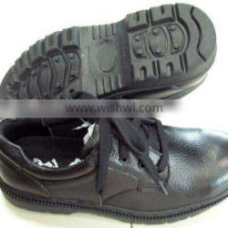 Industrial safety shoes made of leather and fabrics anti-static hand-made. Windely used in varieties industries such as constr