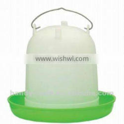 118 8L Quality Green White Plastic Sleeve Type Poultry Drinkers