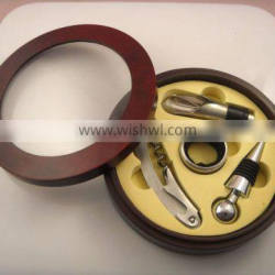 4 pcs wine set in round wooden box with window