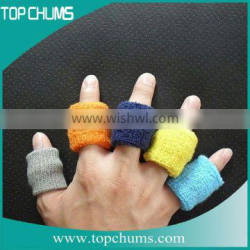 Solid color stretch terry sport finger band