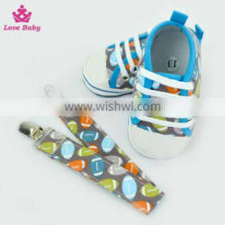 Fashion Rugby Pattern High Quality Newborn Crib Shoes Baby Shoes Matching Pacifier Clip