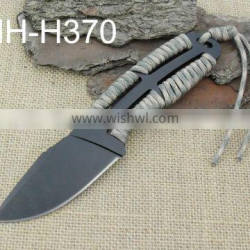 Fixed blade hunting knife with paracord handle