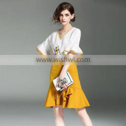 The 2017 summer new high-end boutique V collar Embroidery Shirt + skirt suit bag hip tail