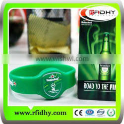 Manufacturer of Customized waterproof rfid silicon wristband