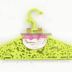 plastic clothes rack with hollow flower